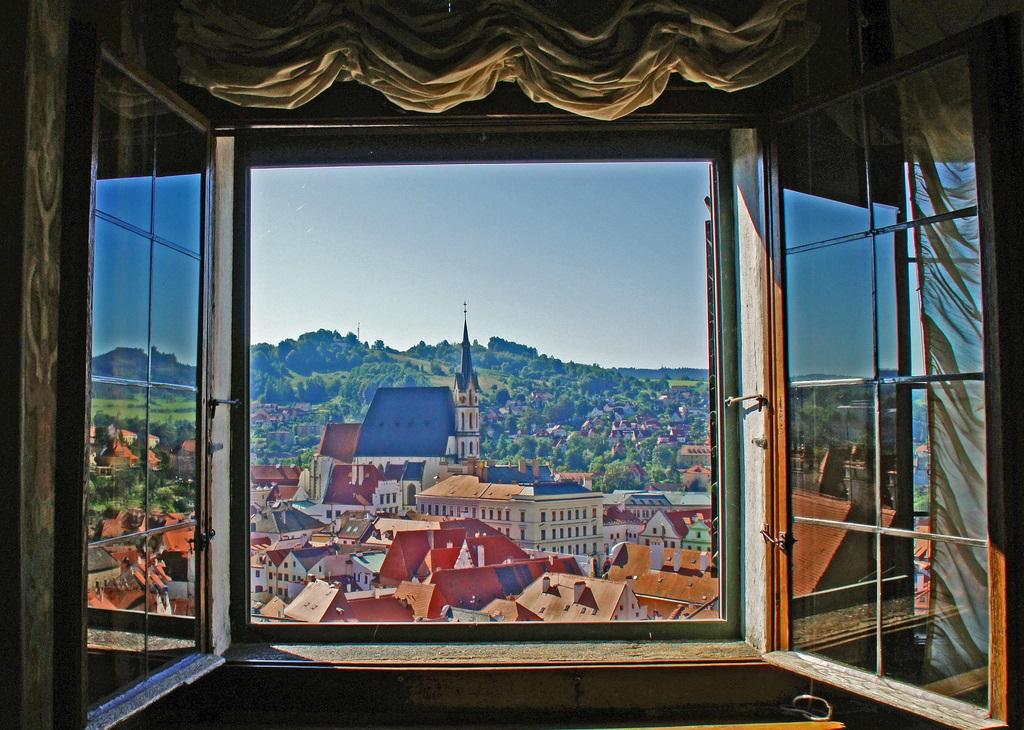 Kování doprovází moderní i starší okna již mnoho let